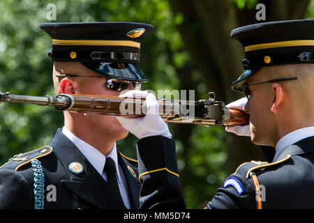 A relief commander conducts an inspection of a sentinel's rifle during the changing of the guard at the Tomb of the Unknown Soldier at Arlington National Cemetery in Arlington, Virginia, Sept. 7, 2017. Noncommissioned officers with the 200th Military Police Command, out of Fort Meade, Maryland, visited the national cemetery as part of their monthly NCO professional development training. The visit included a guided tour of the grounds by an Arlington National Cemetery historian, who showed Soldiers how to use the ANC mobile app to locate specific tombs and biographies of individuals buried at A - Stock Photo