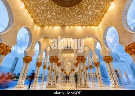 Abu Dhabi Sheikh Zayed Grand Mosque twilight columns United Arab Emirates UAE - Stock Photo
