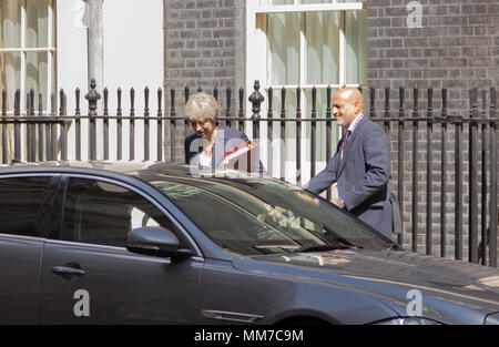 London, UK. 9th May, 2018. Prime Minister, Theresa May leaving Number 10 Downing Street on her way to the Houses Of Parliament, Wednesday 9th May 2018. Credit: Andy Morton/Alamy Live News - Stock Photo