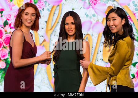 London, UK. 19th May, 2018. Visitors view a new wax figure of Meghan Markle at Madame Tussauds in London, Britain on May 19, 2018. A new wax figure of Meghan Markle was unveiled ahead of her wedding to Prince Harry on May 19 at Madame Tussauds London on Wednesday. Credit: Ray Tang/Xinhua/Alamy Live News - Stock Photo