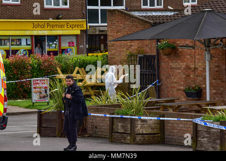 Slough, United Kingdom. 10th May 2018. A murder investigation has been launched after a man died following an incident in Slough. Police were called to The Earl of Cornwall Pub in Cippenham Lane at around 23:30 on 9th May 2018 to reports of a fight in progress. A 43-year-old man from Slough was taken to hospital with life-threatening injuries where he later died. Credit: Peter Manning/Alamy Live News - Stock Photo