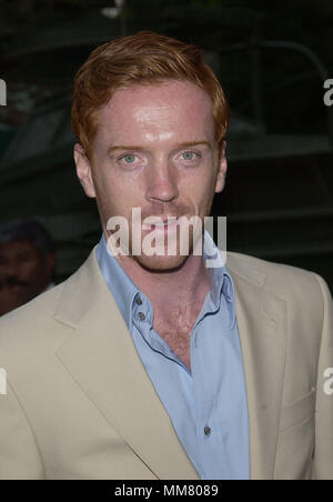 Damian Lewis arriving  at the premiere of Band of Brothers at the Hollywood Bowl in Los Angeles. August 29, 2001.  © TsuniLewisDamian08.jpgLewisDamian08 Red Carpet Event, Vertical, USA, Film Industry, Celebrities,  Photography, Bestof, Arts Culture and Entertainment, Topix Celebrities fashion /  Vertical, Best of, Event in Hollywood Life - California,  Red Carpet and backstage, USA, Film Industry, Celebrities,  movie celebrities, TV celebrities, Music celebrities, Photography, Bestof, Arts Culture and Entertainment,  Topix, headshot, vertical, one person,, from the year , 2001, inquiry tsuni@G - Stock Photo