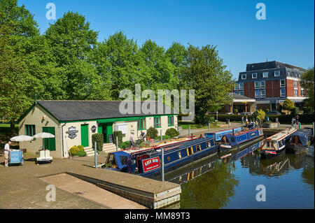 Stratford upon Avon and canal narrowboats moored on the River Avon in the centre of the town. - Stock Photo