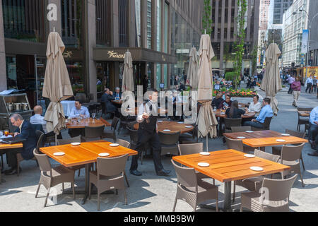 Diners enjoy the warm spring day as they dine al fresco at Del Frisco's restaurant in Midtown Manhattan in New York on Monday, May 7, 2018. Del Frisco's Restaurant Group reported first-quarter earnings that missed analysts' expectations on the same day that the Texas-based company announced it was buying the Barteca Restaurant Group, the operator of Barcelona Wine Bar and Bartaco in a cash deal of $325 million. (© Richard B. Levine) - Stock Photo