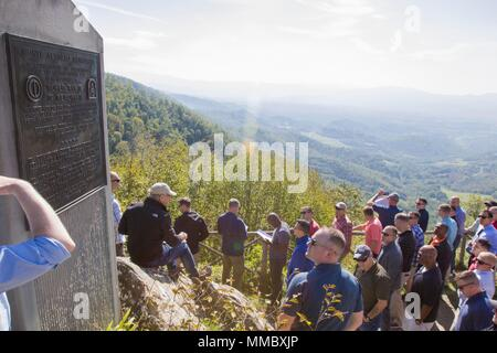 A group of 10th Combat Aviation Brigade, 10th Mountain Division (LI), Soldiers stops at a monument for Monte Altuzzo during a staff ride in Italy on September 30. The group was on a tour that retraced the history of their Division by visiting WWII battlefields and signifcant sites to gain a deeper understanding, appreciation, and connection to the Division. (U.S. Army photo by Spc. Thomas Scaggs) 170930-A-TZ475-046 - Stock Photo