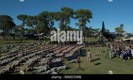 Hundreds of service members perform Memorial Pushups in honor of the fallen following a combined medal ceremony at Hurlburt Field, Fla., Oct. 17, 2017. Secretary of the Air Force, Heather Wilson, awarded ten Air Force Special Operations Command Air Commandos valorous medals, including the Air Force Cross, for their combined efforts during a fierce firefight in a village near Kunduz Province, Afghanistan, Nov. 2, 2016. Staff Sgt. Richard Hunter, a combat controller with the 23rd Special Tactics Squadron, was awarded the Air Force Cross and nine aircrew members of Spooky 43, an AC-130U Gunship w - Stock Photo