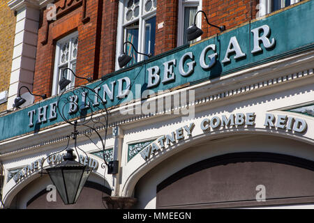 The exterior of The Blind Beggar public house on Whitechapel Road in London, UK.  The pub is known to be the location of the murder of George Cornell  - Stock Photo