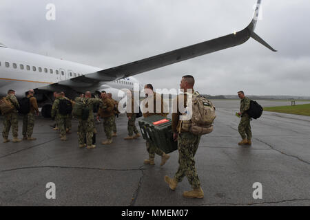 Members from Coast Guard Port Security Unit 309 load gear onto a plane at Mansfield Lahn Air National Guard Base in Mansfield, Ohio, Oct. 25, 2017. PSU 309 deployed to Guantanamo Bay, Cuba, to assist with security operations. (U.S. Coast Guard photo by Petty Officer 2nd Class Lauren Steenson). - Stock Photo