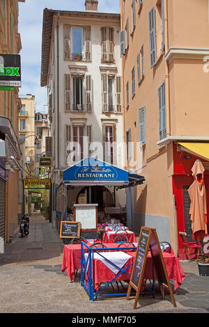 Small restaurant at a narrow alley, old town of Nice, Côte d'Azur, Alpes-Maritimes, South France, France, Europe