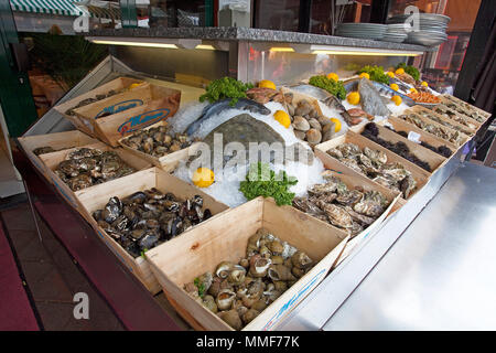 Seafood selection at a restaurant, place Cours Saleya, Nice, Côte d'Azur, Alpes-Maritimes, South France, France, Europe - Stock Photo