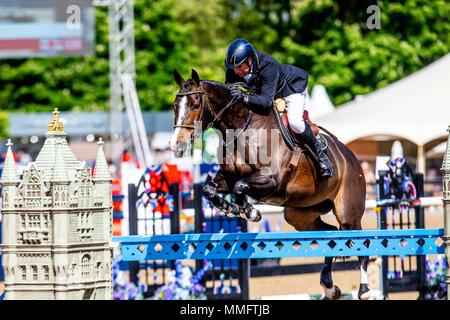 Windsor, UK. 11th May 2018. Day 3. Royal Windsor Horse Show. Windsor. Berkshire. UK.  Showjumping.Manama Two Phase.  John Whitaker riding Ornellaia. 3rd place. GBR.11/05/2018. Credit: Sport In Pictures/Alamy Live News - Stock Photo