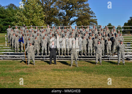 Airmen of the 707th Communications Squadron pose for a group photo October 30, 2017 at Fort. George Meade, Maryland. The 707th CS, aligned under the 70th Intelligence, Surveillance and Reconnaissance Wing, supports more than 5,700 global personnel and 57 National Security Agency missions with their 230 'Thunder Warriors.' (U.S. Air Force photo/Staff Sgt. Alexandre Montes) - Stock Photo