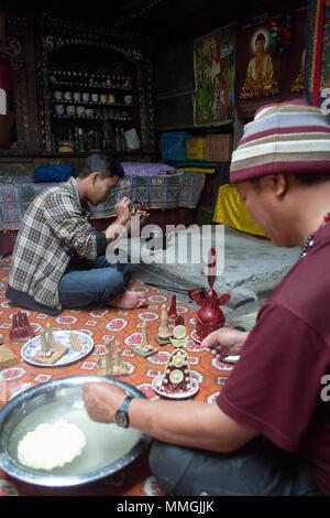 Lingling Village, Nepal. Laymen sculpt torma for Tibetan Buddhist ceremony - Stock Photo