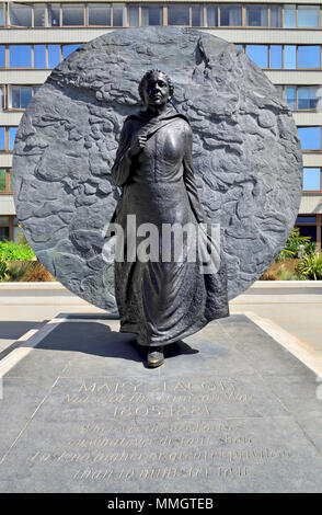 London,England, UK. Memorial to Mary Seacole (Jamaican-born nurse: 1805-1881) in the grounds of St Thomas' Hospital. By Martin Jennings, 2016. - Stock Photo