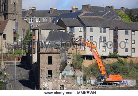 Dundee, UK. 12th May 2018. Demolition of William Halley & Sons' Wallace Craigie Works. The former flax and jute mill was built in 1834 and has been derelict for a number of years.  © Stephen Finn/Alamy Live News - Stock Photo