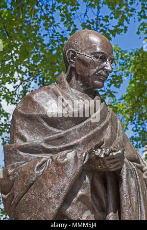 London, Westminster.  Philip Jackson's bronze statue of Mahatma Gandhi in Parliament Square - Stock Photo