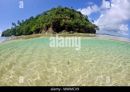 Split view of Nukuatea motu, Wallis Island, Wallis & Futuna, South Pacific - Stock Photo