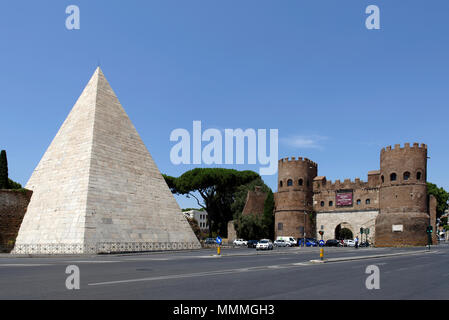 The Pyramid of Caius Cestius and the twin towered Porta San Paolo in the Rome neighbourhood of Testaccio. The Pyramid (Piramide di Caio Cestio) was bu - Stock Photo