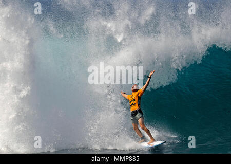Professional surfer Mick Fanning celebrates surfing a big wave during the Billabong Pipe Masters Championship 2015, North Shore, Oahu, Hawaii - Stock Photo
