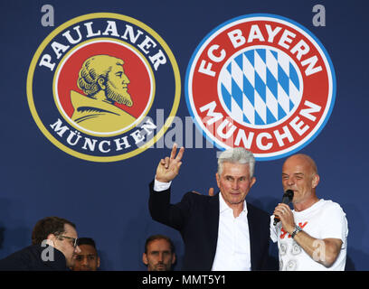 HANDOUT - 12 May 2018, Germany, Munich: Jupp Heynckes (L), coach of FC Bayern Munich, celebrates winning the championship together with the fans at the Paulaner beer garden at the Nockherberg. Earlier though, a home defeat dampened the joy over the 28th championship title. Photo: Adam Pretty/FCB/Getty Images /dpa - ATTENTION: editorial use only and only if the credit mentioned above is referenced in full Credit: dpa picture alliance/Alamy Live News - Stock Photo