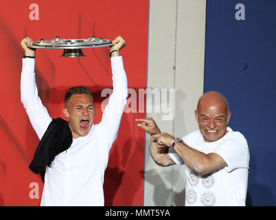 HANDOUT - 12 May 2018, Germany, Munich: Joshua Kimmich (L), player of FC Bayern Munich, celebrates winning the championship together with the fans at the Paulaner beer garden at the Nockherberg. Earlier though, a home defeat dampened the joy over the 28th championship title. Photo: Adam Pretty/FCB/Getty Images /dpa - ATTENTION: editorial use only and only if the credit mentioned above is referenced in full Credit: dpa picture alliance/Alamy Live News - Stock Photo
