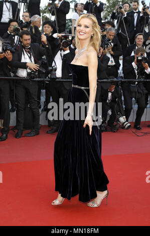 Cannes, France. 11th May, 2018. Eva Herzigova attending the 'Ash Is Purest White/Jiang hu er nv' premiere during the 71st Cannes Film Festival at the Palais des Festivals on May 11, 2018 in Cannes, France | usage worldwide Credit: dpa/Alamy Live News - Stock Photo