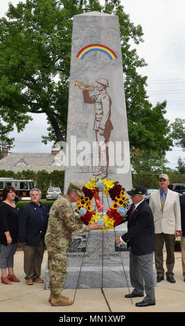 Major General Steven Ferrari ( left) the commander of the 42nd Infantry Division and retired Major General Joseph Taluto, director of the Rainbow Division Veterans Foundation, present a wreath, during a ceremony marking the Rainbow Division's centennial on Saturday, August 12, 2017 at Garden City, N.Y. The ceremony marked the division's concentration at Camp Albert Mills here in August and September 1017. New York State Division of Military and Naval Affairs photo by New York Guard Capt. Mark Getman. - Stock Photo
