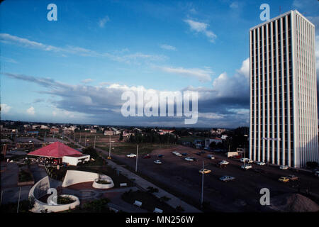 Managua, Nicaragua, June 1986; The centre of the city is now a park. The Ministry of the Interior is on the right. The city centre was destroyed in an earthquake in 1972. - Stock Photo