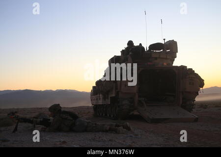 U.S Army Soldiers assigned to 2nd Armored Brigade Combat Team, 1st Armored Division conduct sentry during a simulated attack During a decisive Action Rotation 17-08 at the National Training Center, Fort Irwin, Calif., August 17, 2017. - Stock Photo