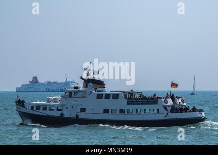 Ausflugsschiff auf der Ostsee vor der Insel Rügen, Mecklenburg-Vorpommern, Deutschland - Stock Photo