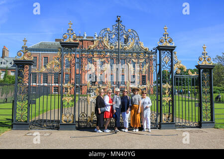 London UK. 14th May 2018. Tourists pose for photographs outside Kensington Palace London on a bright sunny morning Credit: amer ghazzal/Alamy Live News - Stock Photo