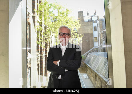 London, UK.  14 May 2018. Sir David Chipperfield RA, architect, poses at a photocall for the opening of the new Royal Academy of Arts (RA) in Piccadilly. Credit: Stephen Chung/Alamy Live News - Stock Photo