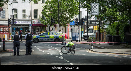 London, UK. 14 May, 2018. Police crime scene closes off Vassall Road at the junction with Camberwell New Road in South London.  David Rowe/Alamy Live News - Stock Photo