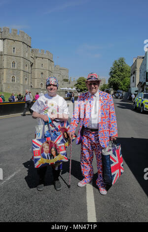 Windsor, UK. 14th May 2018. Royal fans arrive in Windsor ahead of the Royal Wedding.  Royal fans John Loughrey, 63, from Streatham and Terry Hutt, 83, from Weston-Super-Mare have arrived in Windsor ahead of the wedding of the HRH Prince Harry and Ms Meghan Markle on Saturday 19th May . Credit: amanda rose/Alamy Live News - Stock Photo