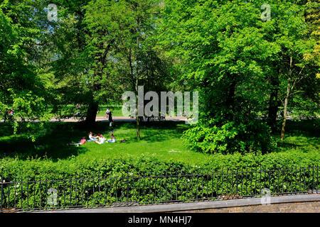 Picnic in Kensington Gardens, London, UK - Stock Photo