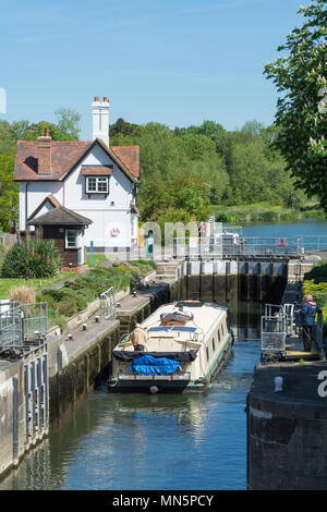 Goring lock on the River Thames at Goring-on-Thames in Oxfordshire, UK - Stock Photo