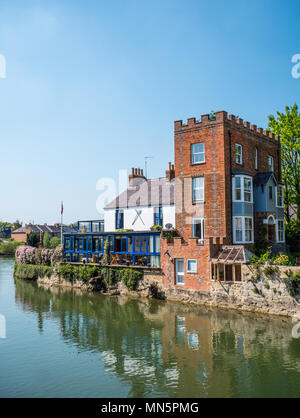 Houses on River Thames nr Folly Bridge, Oxford, Oxfordshire, England, UK, GB. - Stock Photo