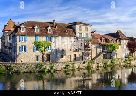 France, Lot, Quercy, Dordogne Valley, Bretenoux, quay along the Cere river // France, Lot (46), Quercy, vallée de la Dordogne, Bretenoux, quai le long - Stock Photo