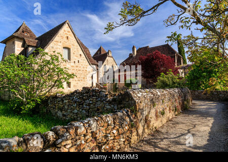 France, Lot, Haut Quercy, Dordogne Valley, Carennac, labelled Les Plus Beaux Villages de France (The Most beautiful Villages of France), houses in the - Stock Photo