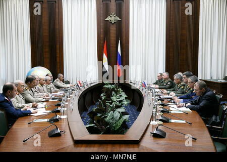 Moscow, Russia. 14th May, 2018. MOSCOW, RUSSIA - MAY 14, 2018: Egypt's Defence Minister Sedki Sobhy (5th L) and Russia's acting Defence Minister Sergei Shoigu (4th R) in Moscow. Vadim Savitsky/Russian Defence Ministry Press Office/TASS Credit: ITAR-TASS News Agency/Alamy Live News - Stock Photo