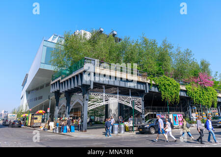 Manhattan, New York City - June 14, 2017 : Scenery of the HIgh Line. Urban public park on an historic freight rail line, New York City, Manhattan. - Stock Photo