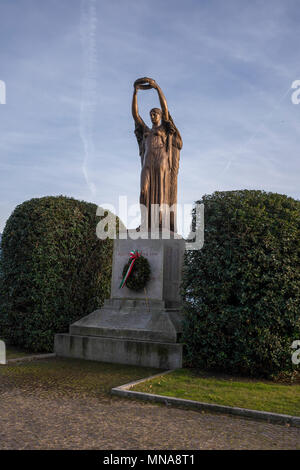 Intra, Province of Verbano-Cusio-Ossola. ITALY.  Sculpture on the promenade, with Bushes. 26/12/2016    [© Peter SPURRIER] - Stock Photo