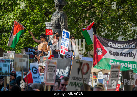 London, UK. 15th May 2018. A protest in support of Palestine and against teh Israeli shootings on the border. Organised by Stop the war opposite Downing Street, in an attempt to get the government to condemn israel. Credit: Guy Bell/Alamy Live News - Stock Photo