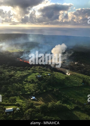 Kilauea Volcano, Hawaii. 15th may 2018. An early morning view of fissure 17 from the Kilauea volcano May 15, 2018 in Hawaii. The recent eruption continues destroying homes, forcing evacuations and spewing lava and poison gas on the Big Island of Hawaii. Credit: Planetpix/Alamy Live News - Stock Photo
