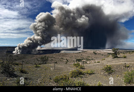 Kilauea Volcano, Hawaii. 15th may 2018. A grey ash plume rises from the Halemaumau crater in the Kilauea volcano May 15, 2018 in Hawaii. The recent eruption continues destroying homes, forcing evacuations and spewing lava and poison gas on the Big Island of Hawaii. Credit: Planetpix/Alamy Live News - Stock Photo