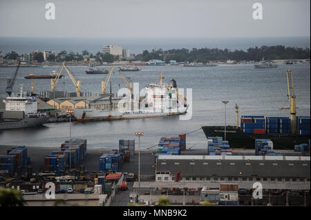 ANGOLA Luanda , harbour with freight ships and docks, behind Ilha do Luanda and Ilha do Cabo - Stock Photo