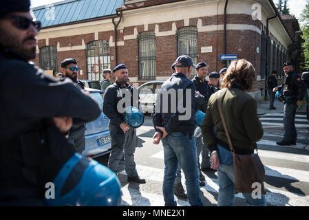 Turin, Italy. May 16, 2018 - Turin, Italy-May 16, 2018: Police evacuation of the Manituana social center in Turin Credit: Stefano Guidi/ZUMA Wire/Alamy Live News - Stock Photo