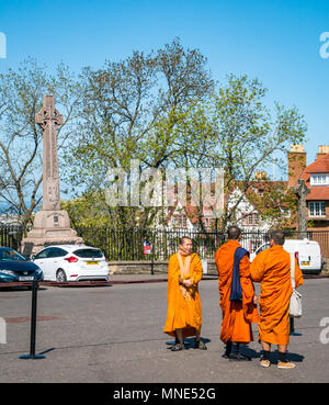 Royal Mile, Edinburgh, 16th May 2018. Tourists enjoying the sunshine on Royal Mile, Edinburgh, Scotland, United Kingdom. Tourists throng Edinburgh Castle esplanade, including a group of Buddhist monks dressed in bright orange robes - Stock Photo