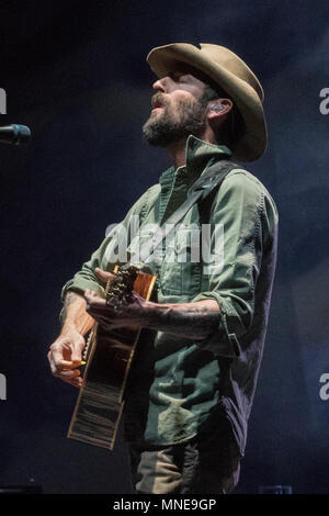 London, UK. 16th May 2018. Ray Lamontagne performing live on stage at the Eventim Hammersmith Apollo in London on the first date of his UK tour. Photo date: Wednesday, May 16, 2018. Photo: Roger Garfield/Alamy Live News - Stock Photo