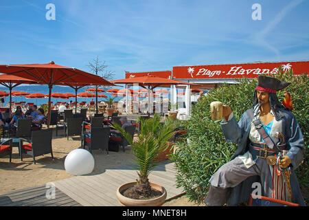 Beach bar 'Plage Havana' at beach of Sainte-Maxime, Cote d'Azur, Département Var, Provence-Alpes-Côte d'Azur, South France, France, Europe - Stock Photo